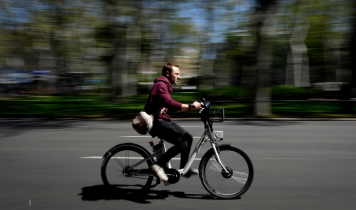 Las bicicletas eléctricas de autoservicio Zoov están abiertas al público en general en la metrópoli de Burdeos
